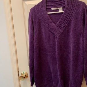 2/$7 Hastings & smith V-neck long sleeve sweater